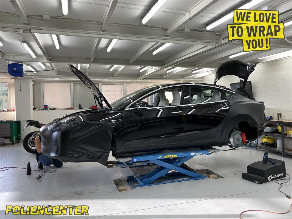 Tesla Model 3 schwarz-matt